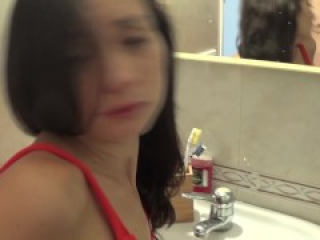 Valentina Bianco swallowing big cumshot in her own homemade porn video